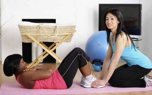 仰卧起坐或致瘫 做仰卧起坐要注意哪些 仰卧起坐有哪些危害